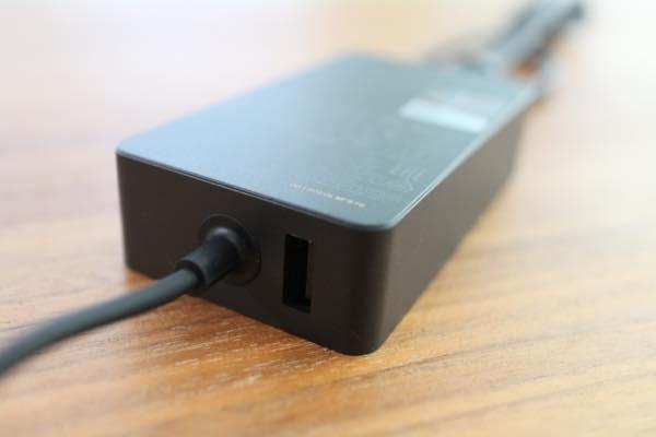 Surface Pro電源アダプターのUSB端子
