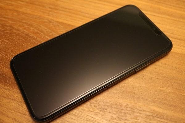 iPhoneXSpigenScreenFront